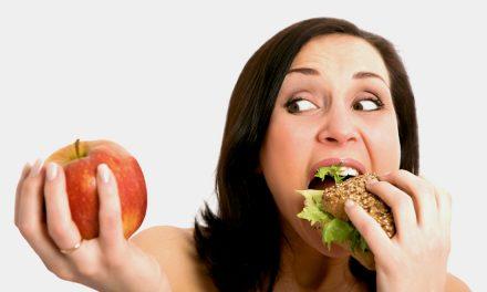 Sorber, tronar o masticar ruidosamente al comer podría reducir la ingesta de alimento
